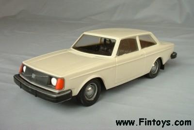 Interesantni modeli u 1/43 - Page 3 Volvo_242_DL_White_aN